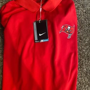Brand new with tags autNike Buccaneers T-shirt